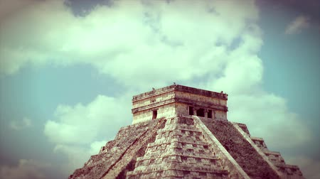 mexicaans : Kukulkan piramide in Chichen Itza, Mexico Stockvideo