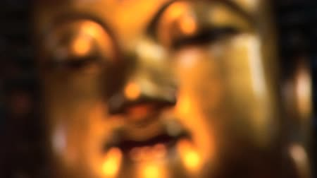 budist : Golden Buddha, Jade Buddha Temple, Shanghai, China, coming into focus
