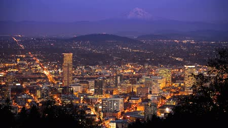 gün : Downtown Portland, Oregon with Mt. Hood in the distance, time lapse