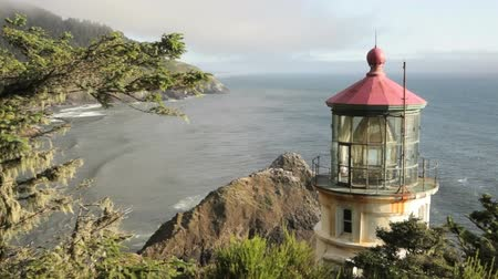 világítótorony : Along the Oregon Coast stands the Heceta Head Lighthouse,  includes high quality audio.