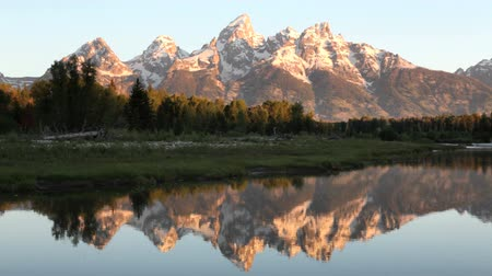 grand tetons : Morning at the Grand Teton Nation Park from Schwabaker Landing