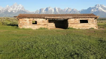 grand tetons : Grand Tetons and Cunningham Cabin, dolly shot Stock Footage