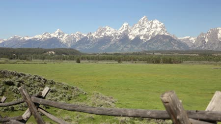 раскол : Crane shot of split-rail wood fence and the Grand Tetons
