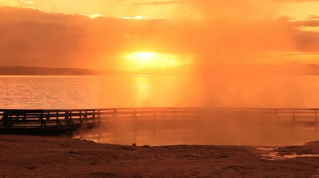 dampf : West Thumb Geyser Basin bei Sonnenaufgang, Yellowstone National Park