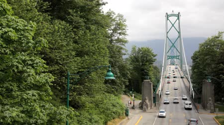pomost : Traffic on Lions Gate Bridge, Vancouver, BC Wideo