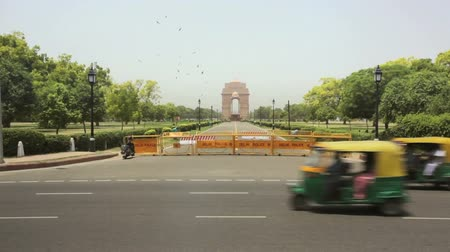 indie : India Gate and traffic, Delhi, Punjab, India