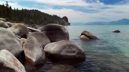 pedregulho : Boulders on the shore of Lake Tahoe