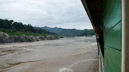 Лаос : Scene from Thailand Laos South East Sailing the Mekong River