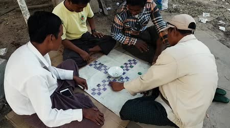 азартная игра : Scene from Bagan Myanmar South East Asia Guys playing home made board game