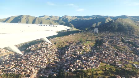 Перу : Scene from Peru South America Slow Motion flight from cusco take off