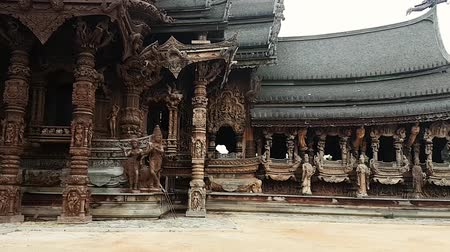 святилище : Scene from Sanctuary of Truth Thailand Asia Slow PAN Motion of the building and carvings Стоковые видеозаписи