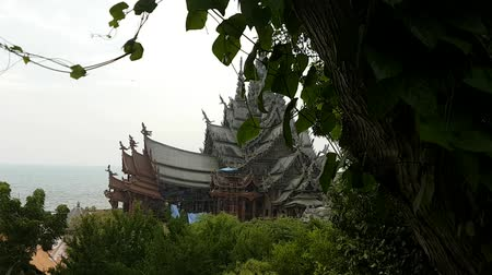 pravda : Scene from Sanctuary of Truth Thailand Asia Slow PAN Motion of the building and carvings Dostupné videozáznamy