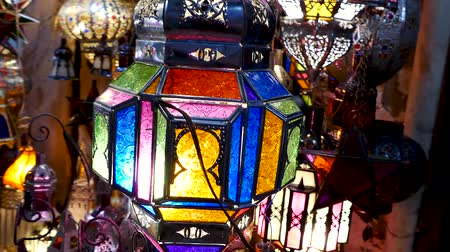 te koop : Lampen te koop Shopping Souk Jemaa el-Fna Marrakesh, Marokko Stockvideo