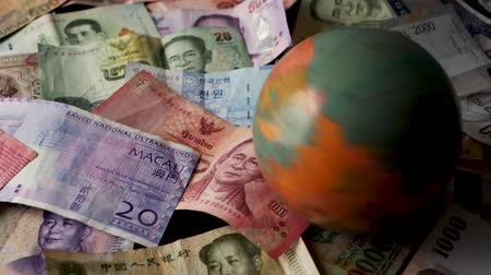estacionário : FHD 29.97FPS footage of Asian Money Spinning Globe International Finance World Currency Credit Graded Stationary Vídeos