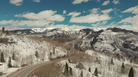 belangen : Aspen, United States - April 19, 2019: Drone shot of scenic landscape of the rocky mountains, forests and snowy back roads near Aspen Colorado Stockvideo