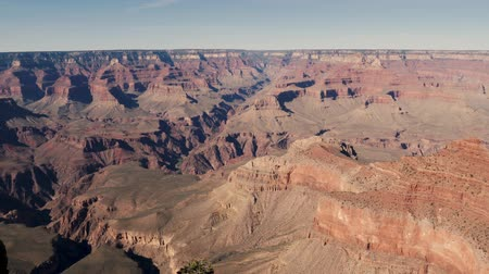 velg : Grand Canyon, Verenigde Staten - 19 april 2019: PAN van Grand Canyon National Park landschapsgeologie vanuit het zuiden van Arizona