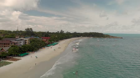 Koh Samet, Thailand - August 2, 2019: 4k Aerial Drone Shot of Paradise Thai Island with Golden Sands and Turquoise Blue Water. Koh Samet is a popular as a tourist attraction and national park Стоковые видеозаписи