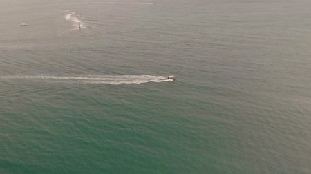 모터 보트 : 4k Aerial View Tourist Speed Boats taking people to and from the mainland to thai islands.
