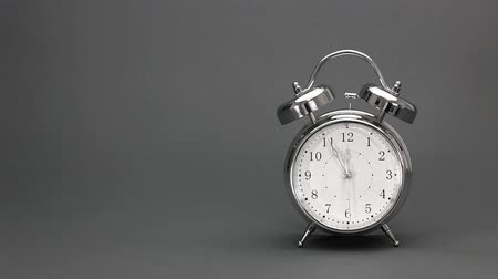 chrom : Time is running out fast. Vintage alarm clock shows the highest time using time lapse Wideo