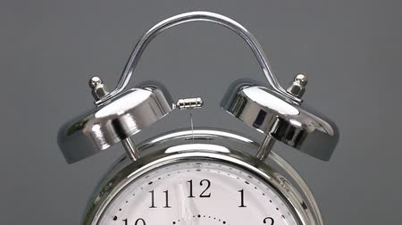 sinos : Vintage alarm clock in time laps - starting just before 12 oclock without ringing Vídeos