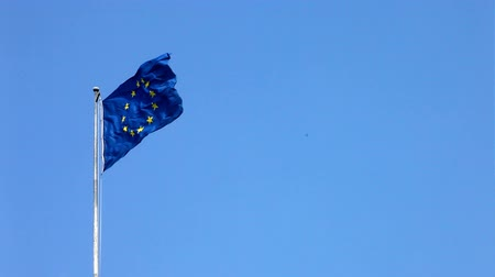 europeu : European flag in high wind
