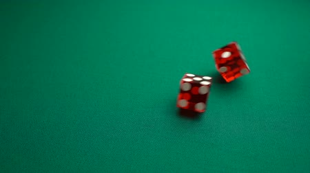 esély : The shooter rolls eight in craps. Slow motion two red dice, craps, thrown on green tomentum background at casino, easy eight. Gambling game with random result for adults.