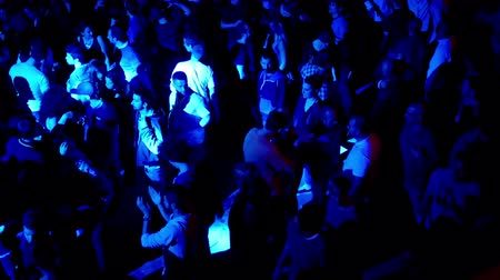 ночная жизнь : Barcelona Night Disco Party Crowded Sala Apolo.  People dancing in a fashion disco club in Barcelona. Crowds of people dancing in the party clubbing at night. Music and flash lights. Colorful flash lights in the discotheque.