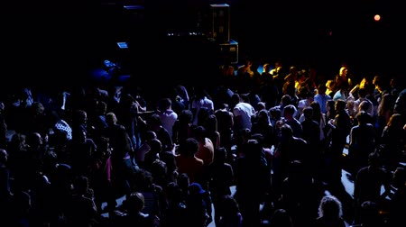 gece kulübü : Barcelona Night Disco Party Dj Session Sala Apolo.  People dancing in a fashion disco club in Barcelona. Crowds of people dancing in the party clubbing at night. Music and flash lights. Colorful flash lights in the discotheque. Stok Video