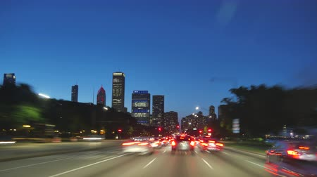 atmosféra : Driving at Full Speed to Downtown Chicago at Sunset.  Road rage camera car driving along the Michigan lake shore with the awesome skyline of Chicago. Gorgeous, high-energy roads time lapse between the skyscrapers. Good for a modern video background. Great Dostupné videozáznamy
