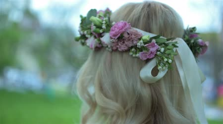 çelenk : Beautiful blond girl wearing flower wreath on the head slowly walking. Bridal, wedding day Stok Video
