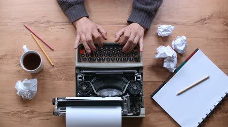 autor : Writing in an old typewriter