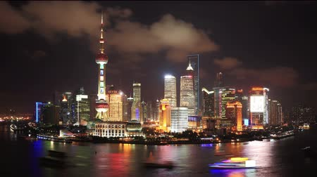 noite : Shanghai skyline ,day to night, time lapse.[NOTE:Logos and trademarks digitally obscured] Vídeos
