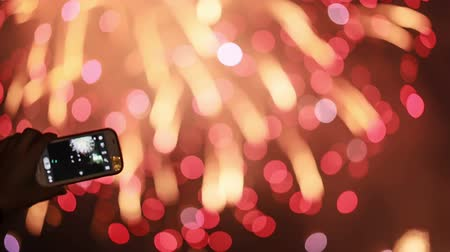 четверть : Making video with cell phone at fireworks display, holiday backgrounds.