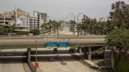 lang : LONG BEACH, CAUSA - Fast moving verkeer op Shoreline Drive, Long Beach tijd vervallen video