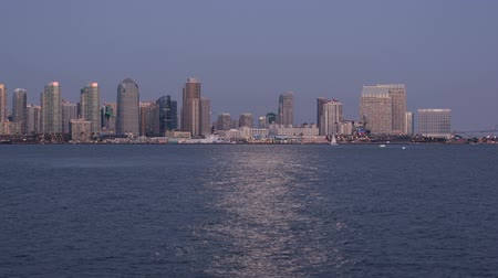 Time lapse video of San Diego Bayat twilight with passing boats and downtown cityscape Wideo