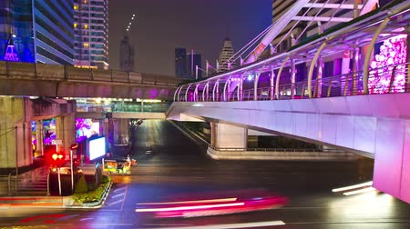 trabalho : 4K: Timelapse, Traffic and transportation in bangkok cityscape at night, High quality, Ultra HD, 4096x2304