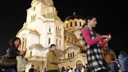 sofia : Christian believers are traditionaly circling with candles Aleksander Nevsky cathedral on Easter night in Sofia, Bulgaria. Stock Footage