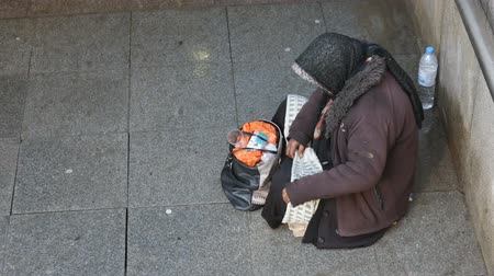 ajoelhado : Anonymous woman is begging in the street of Sofia. Bulgaria is the poorest country in the European Union. HD.