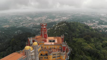 давать : Aerial view of Pena Palace in Sintra, Portugal.
