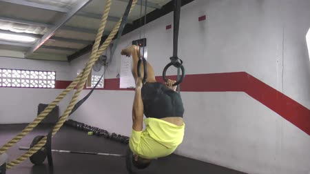 тренировка : Muscle up to hold crossfit exercise