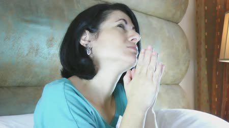 parmak : Beautiful woman praying on the bedroom Stok Video