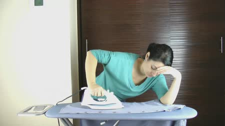 unott : Woman tired of ironing