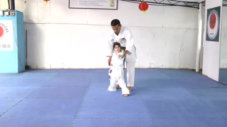 sztuki walki : Caucasian girl at karate practice