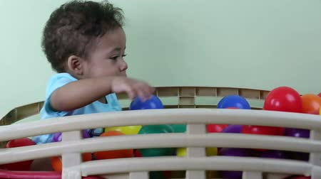 prole : Baby playing with colorful balls