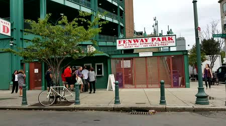 Бостон : BOSTON, USA, SEPT. 10: Outside of Bostons Fenway Park. It is the oldest ballpark in MLB in Boston on Sept 10, 2016.