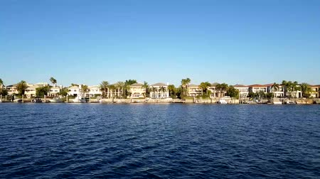 tampa bay : Luxury houses at the canal in Tampa with boats