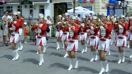 desfile : Female Brass Band  performance