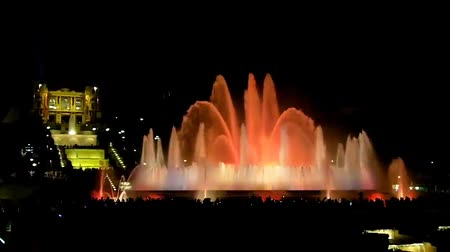 szökőkút : Show of musical fountain in Barcelona, Spain
