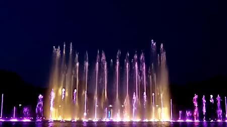 lengyelország : Show of musical fountain in Wroclaw, Poland Stock mozgókép