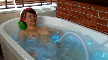 грудь : Young woman in a jacuzzi massage the body Стоковые видеозаписи